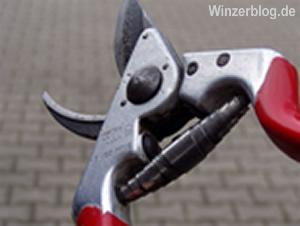 rebschere-copyright-winzerblog.jpg